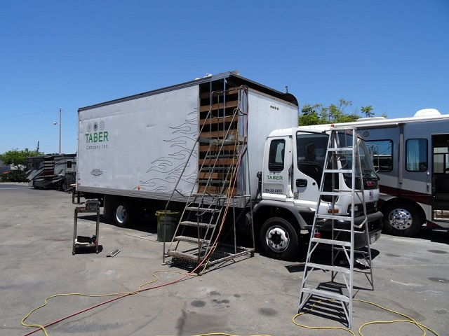 Commercial Truck Body and Paint